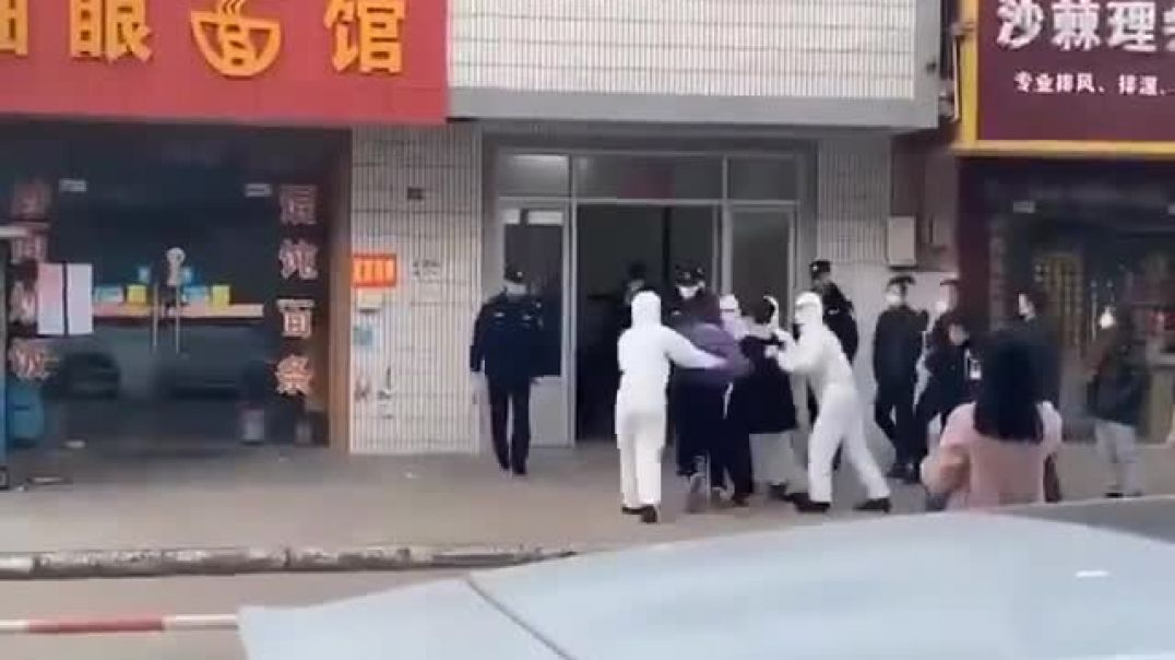 """Chinese Government forces man into """"Quarantine"""""""