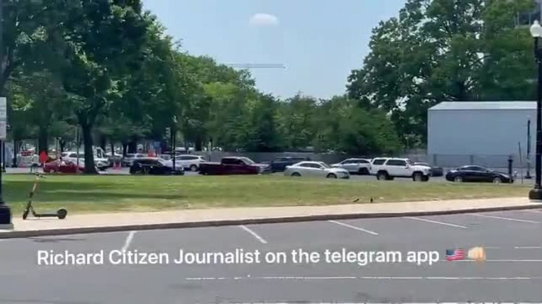 RICHARD CITIZEN JOURNALIST - Small motorcade at the Capitol Building!