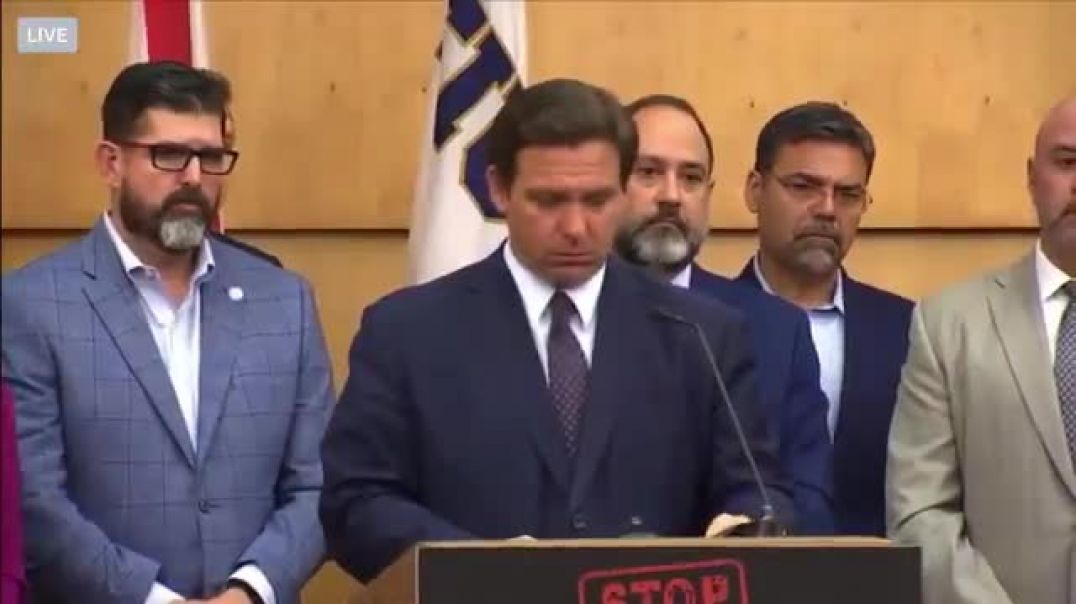 Listen to the crowd reacting to this biased reporter - Watch DeSantis slam dunk and the attendees CH